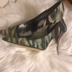 Guess pointed high heel shoes